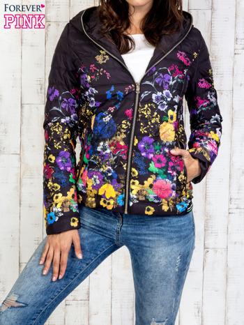 Czarna kurtka z kwiatowym motywem