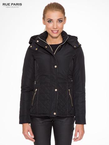 Czarna kurtka z pikowanymi wstawkami i skórzaną lamówką                                  zdj.                                  1
