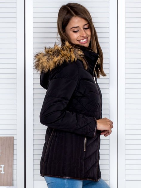 Czarna kurtka zimowa z futrzanym kapturem i kołnierzem                                  zdj.                                  5