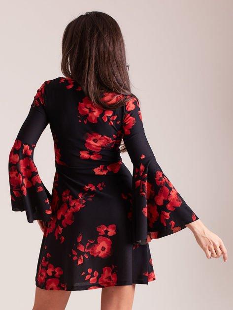 Czarna kwiatowa sukienka z rozszerzanymi rękawami                              zdj.                              3