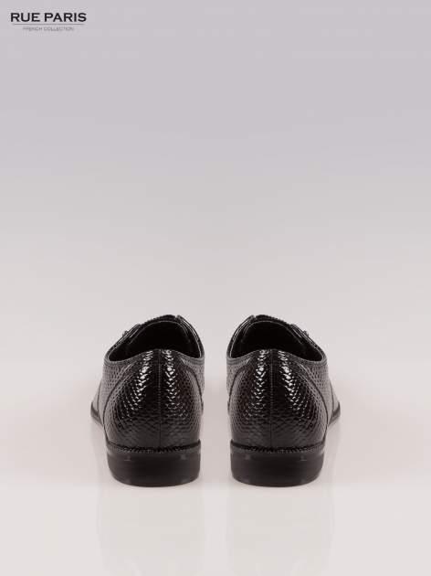 Czarna lakierowane półbuty Tahira z efektem skóry krokodyla                                  zdj.                                  3