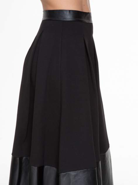 Czarna midi spódnica ze skórzanym pasem na dole                                  zdj.                                  5
