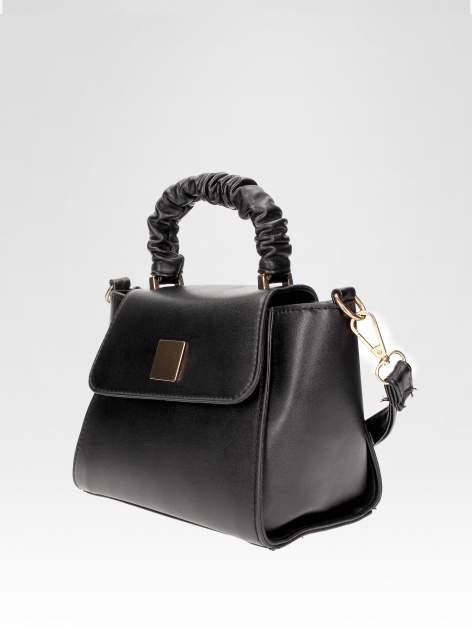 Czarna mini torebka kuferek z marszczoną rączką                                  zdj.                                  3