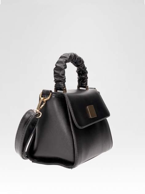 Czarna mini torebka kuferek z marszczoną rączką                                  zdj.                                  2