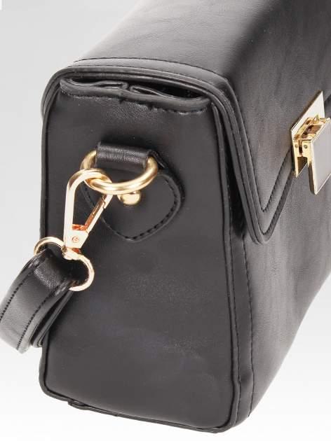 Czarna mini torebka listonoszka z klapką                                  zdj.                                  8