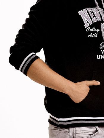 Czarna ocieplana bluza męska z napisem NEW YORK i naszywką                                  zdj.                                  7