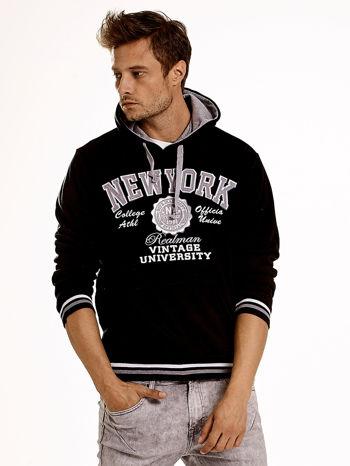 Czarna ocieplana bluza męska z napisem NEW YORK i naszywką                                  zdj.                                  2