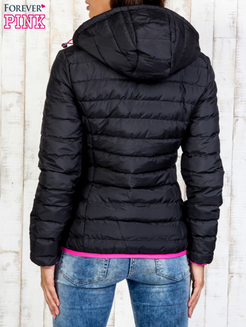 Czarna ocieplana kurtka z kieszeniami                                  zdj.                                  2
