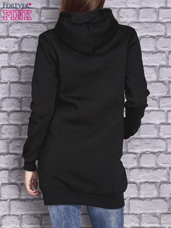 Czarna ocieplana sukienka z nadrukiem                                  zdj.                                  2
