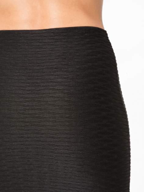 Czarna ołówkowa spódnica tuba z fakturą                                  zdj.                                  6