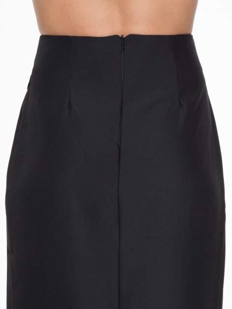 Czarna ołówkowa spódnica z zakładkami i skórzanym pasem                                  zdj.                                  8