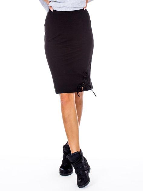 Czarna ołówkowa spódnica ze sznurowaniem                              zdj.                              1