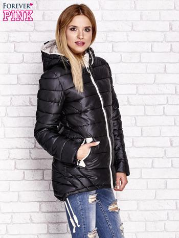 Czarna pikowana kurtka z kontrastowymi suwakami                                  zdj.                                  3