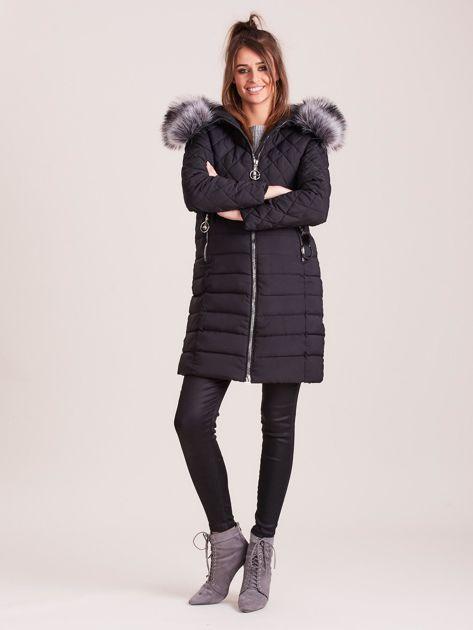 Czarna pikowana kurtka zimowa                              zdj.                              4