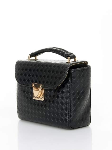 Czarna pikowana mini torebka kuferek w stylu retro                                  zdj.                                  3