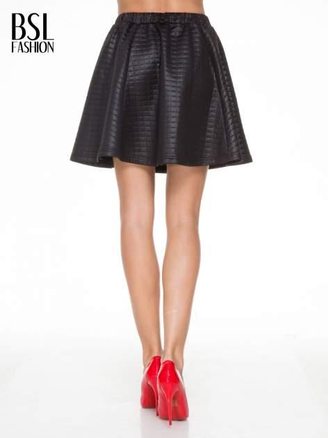 Czarna pikowana spódnica szyta z półkola                                  zdj.                                  4