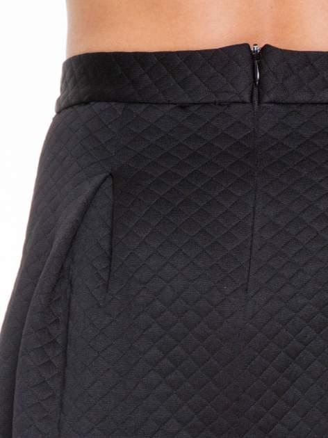 Czarna pikowana spódnica z kontrafałdami                                  zdj.                                  6