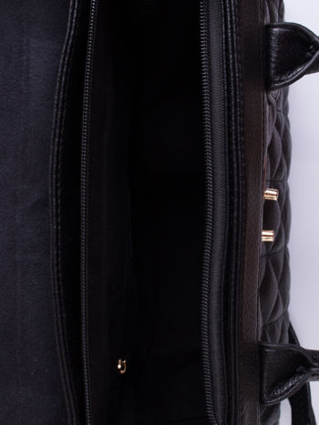 Czarna pikowana torba ze złotym łańcuchem                                  zdj.                                  4