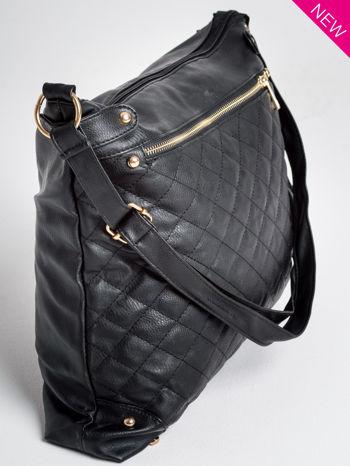 Czarna pikowana torebka na ramię                                  zdj.                                  4