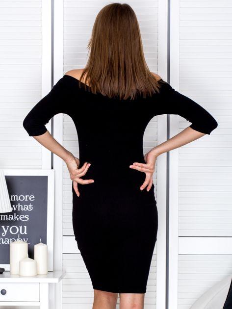 Czarna prążkowana sukienka odsłaniająca ramiona                              zdj.                              2