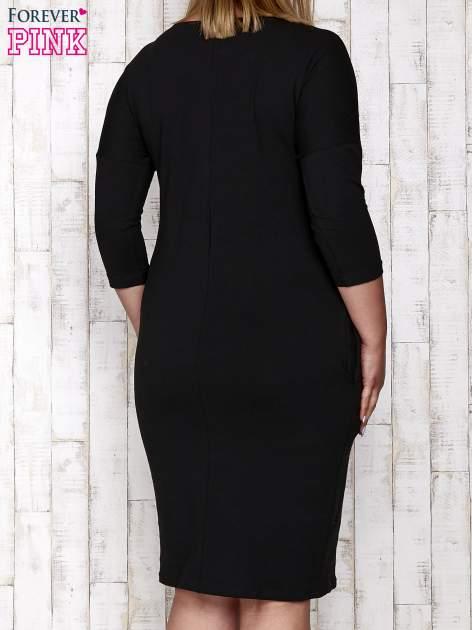 Czarna prosta sukienka dresowa PLUS SIZE                                  zdj.                                  4