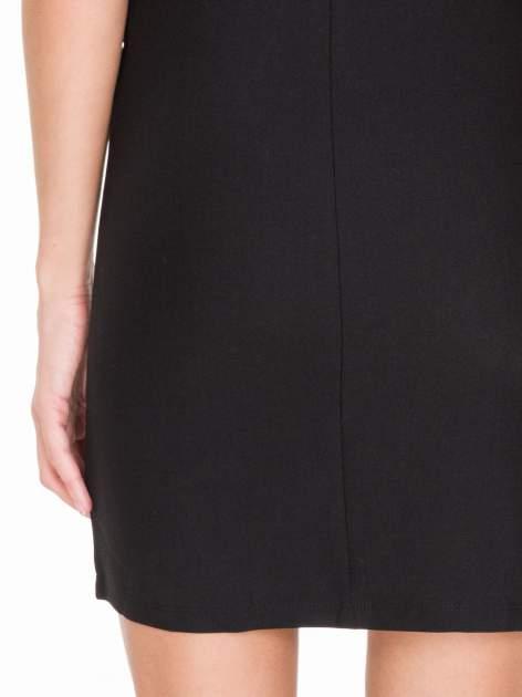 Czarna prosta sukienka z koronką po bokach                                  zdj.                                  9
