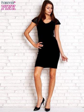 Czarna prosta sukienka ze skórzanymi rękawami                                  zdj.                                  4