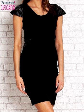 Czarna prosta sukienka ze skórzanymi rękawami                                  zdj.                                  3