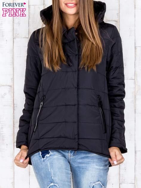 Czarna przejściowa kurtka puchowa z dłuższym tyłem                                  zdj.                                  2