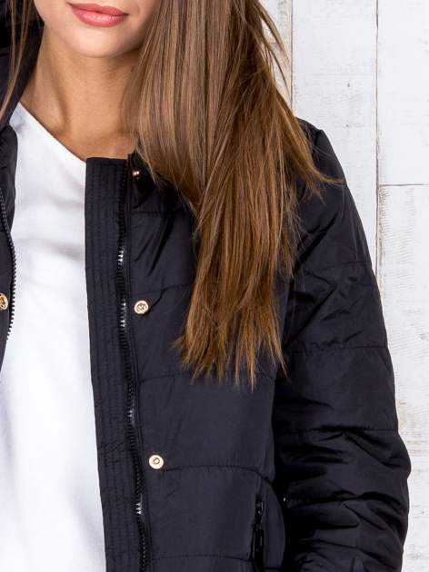 Czarna przejściowa kurtka puchowa z dłuższym tyłem                                  zdj.                                  7