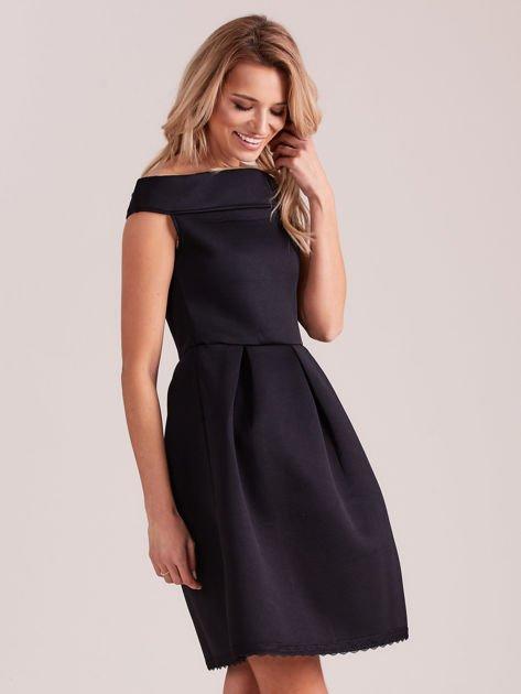 Czarna rozkloszowana sukienka z pianki                              zdj.                              3