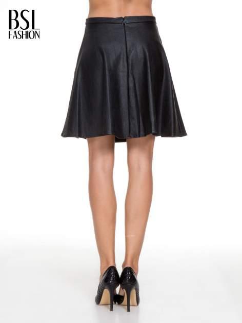 Czarna skórzana spódniczka przed kolano                                  zdj.                                  4