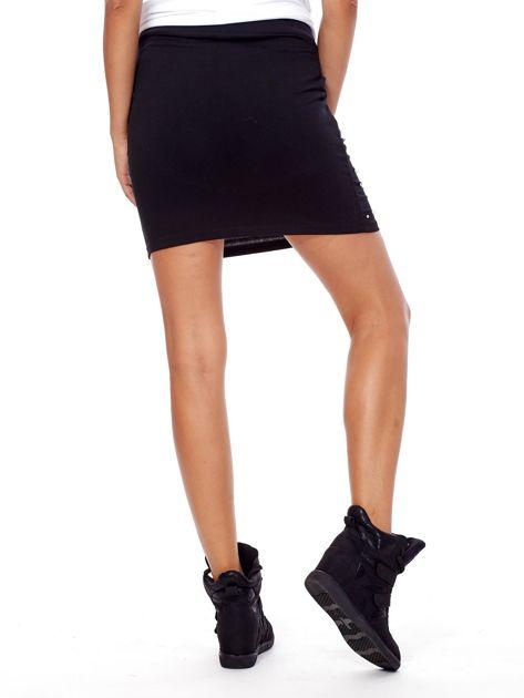 Czarna spódnica dresowa z perełkami i kieszeniami                              zdj.                              2