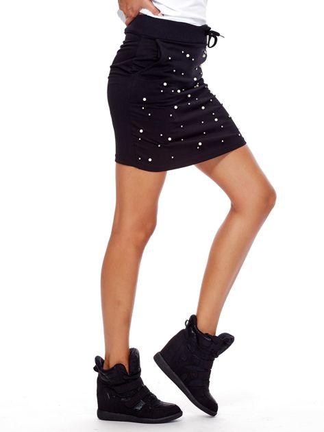 Czarna spódnica dresowa z perełkami i kieszeniami                              zdj.                              5