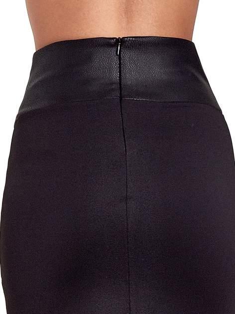Czarna spódnica mini ze złotą klamrą                                  zdj.                                  7