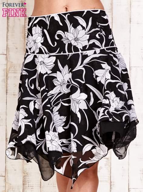 Czarna spódnica w kwiaty z karczkiem                                  zdj.                                  1