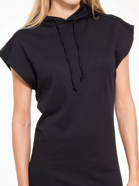 Czarna sukienka dresowa z falbaną na dole                                  zdj.                                  7