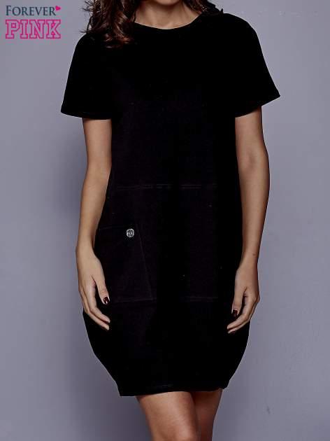 Czarna sukienka dresowa z kieszenią z boku