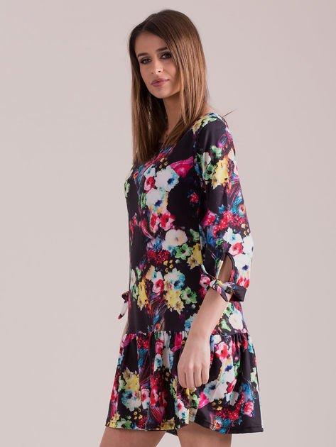 Czarna sukienka floral print z wiązanymi rękawami                              zdj.                              3