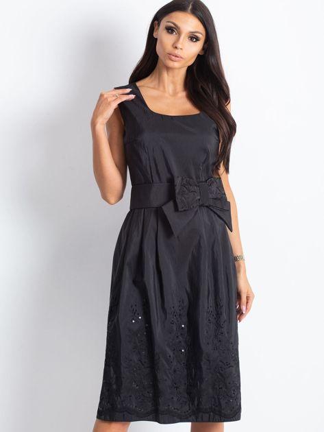 Czarna sukienka koktajlowa z kokardą                              zdj.                              1