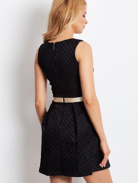 Czarna sukienka koktajlowa z motywem kratki                              zdj.                              3