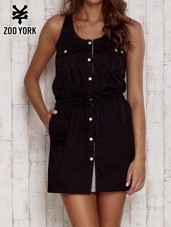 Czarna sukienka na guziki z wiązaniem w pasie