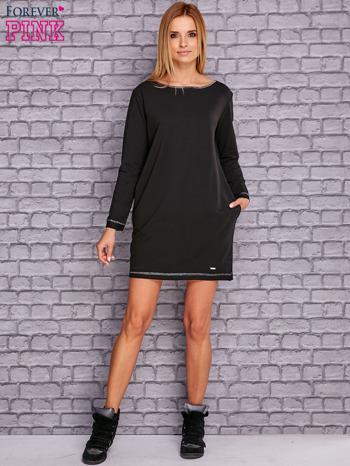 Czarna sukienka oversize z kieszeniami                                  zdj.                                  2