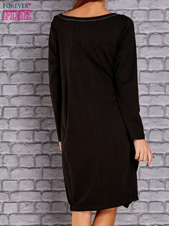 Czarna sukienka oversize ze ściągaczem na dole                                   zdj.                                  4