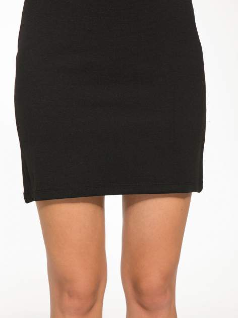 Czarna sukienka tuba z dekoltem cut out                                  zdj.                                  7