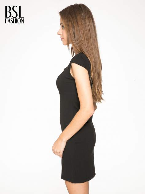 Czarna sukienka tuba z dekoltem cut out                                  zdj.                                  3
