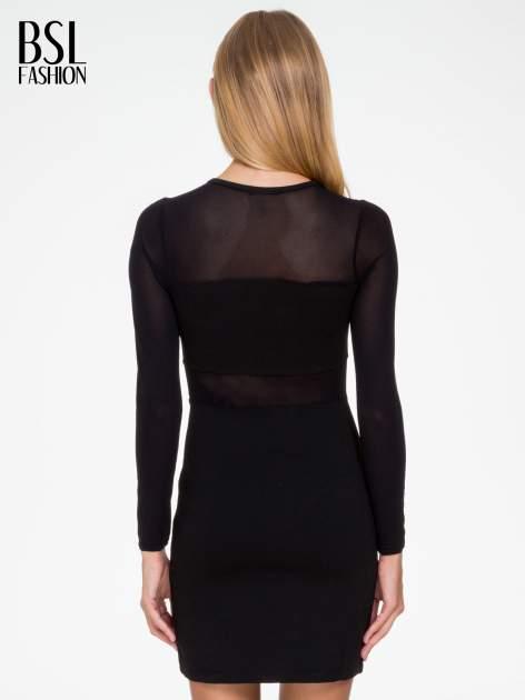 Czarna sukienka tuba z transparentnymi modułami                                  zdj.                                  4