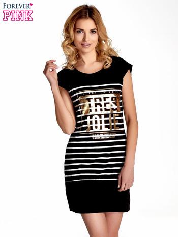 Czarna sukienka w paski ze złotym napisem TRES JOLIE