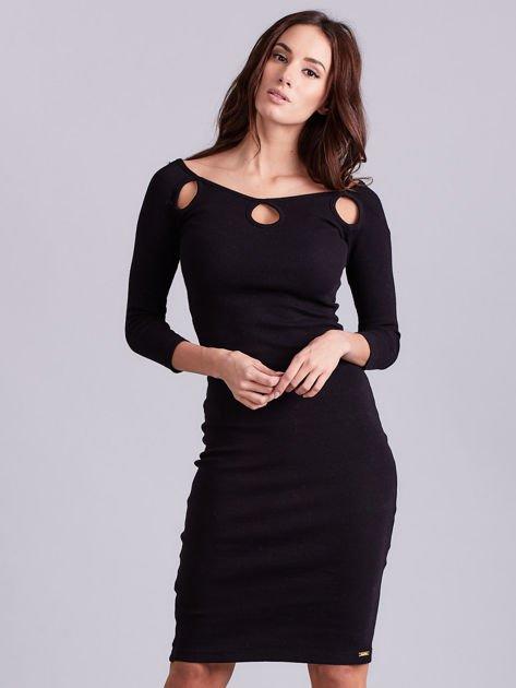 Czarna sukienka w prążek z wycięciami                              zdj.                              1