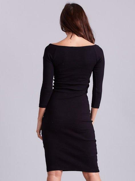 Czarna sukienka w prążek z wycięciami                              zdj.                              2